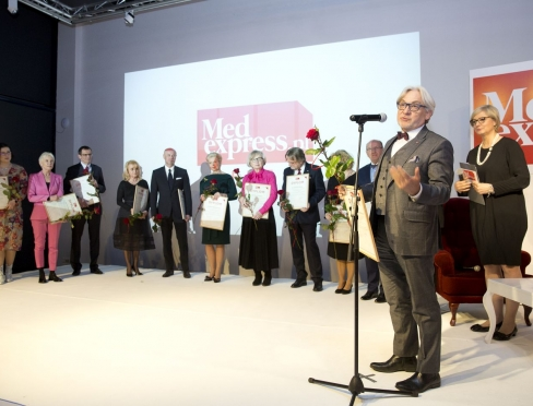 Vice-Rector for Collegium Medicum Professor Wojciech Maksymowicz in the group of laureates of the special prize for outstanding representatives of health care.